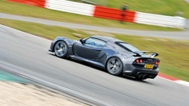 At the Nurburgring: Lotus Exige S vs C63 Black, M3 GTS, 911 GT3 RS 4.0 and Nissan GT-R Track Pack