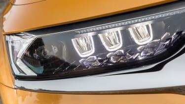 DS7 Crossback – headlight close-up