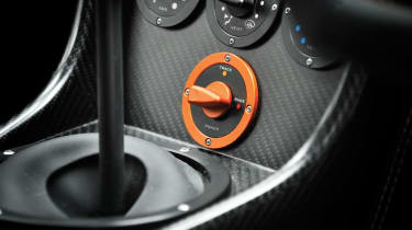 Noble M600 race mode switch