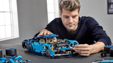 Bugatti Lego header building