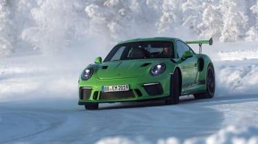 Porsche 911 GT3 RS snow - front quarter