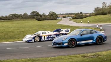 Porsche 911 Carrera 4 GTS - Bell
