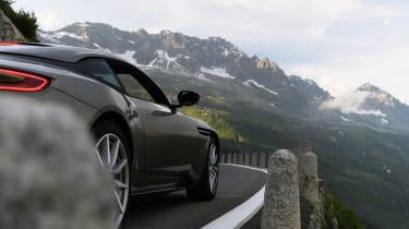 Aston Martin DB11 roadtrip - side
