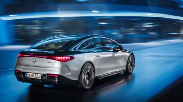 Mercedes-Benz EQS – rear tracking night