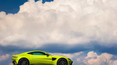 Aston Martin Vantage - green dynamic profile