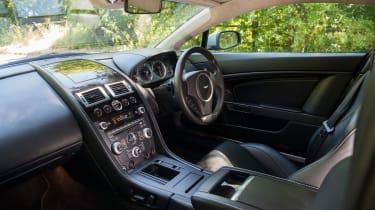 Aston Martin V8 Vantage – interior