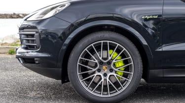 Porsche Cayenne E-Hybrid – steering-wheel
