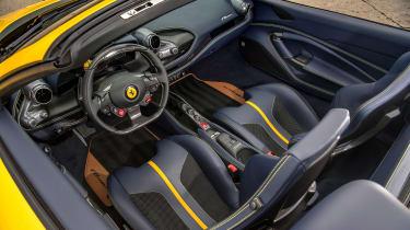 Ferrari F8 Spider - cabin