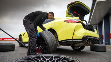 BMW M4 Competition Sao Paulo on track – tyre change
