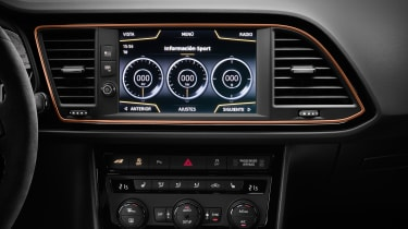 SEAT Leon Cupra R – infotainment screen