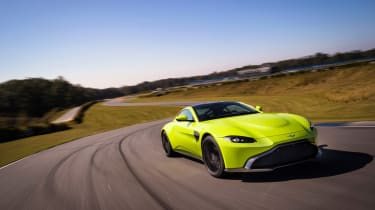 Aston Martin Vantage - green dynamic tracking