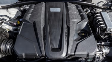 Porsche Macan S driven - Miami Blue engine