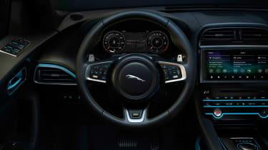 Jaguar F-Pace Chequered - dash