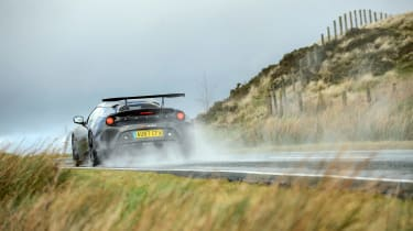 Porsche 911 GT3 vs Lotus GT430 - rear