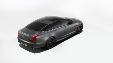 Jaguar XJR575 studio
