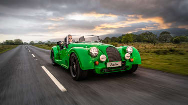 Morgan Plus Six MY22 –front tracking