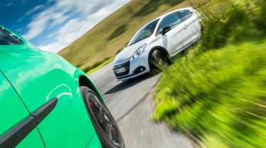 Peugeot 208 GTi by Peugeot Sport vs Renault Sport Clio 200 Cup -