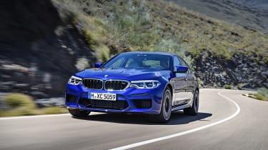 BMW M5 F90 - Blue front dynamic
