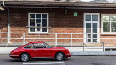 Porsche 911 barn - profile