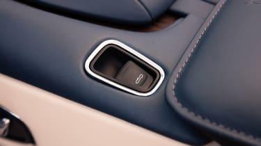 Aston Martin DB11 Volante - button