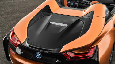 BMW i8 Roadster - rear deck