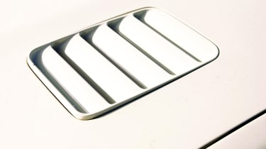 Ford Sierra RS Cosworth - Bonnet vent