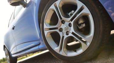 Renault Clio GT Line alloy wheel front brake disc