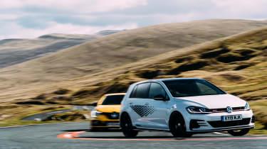 VW GTI TCR vs Megane RS Trophy - turnin