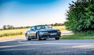 Aston Martin Vantage V550 - corner pan