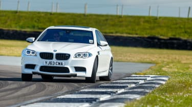 BMW M5 F10 - white