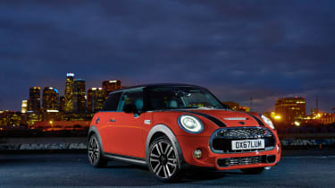 Mini Cooper facelift - lights on