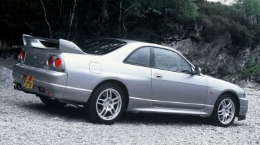 Nisan Skyline R33 V-Spec – side