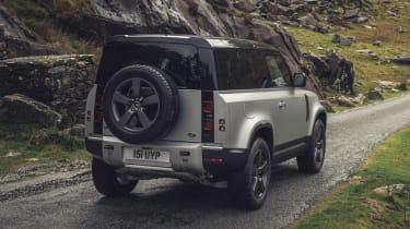 Land Rover Defender 90 P300 – rear