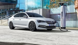 Skoda Superb facelift - front quarter
