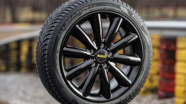 Pirelli Cinturato all-season SF2