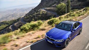 BMW M5 F90 - Blue front lid dynamic