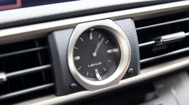 Lexus RC F - Clock