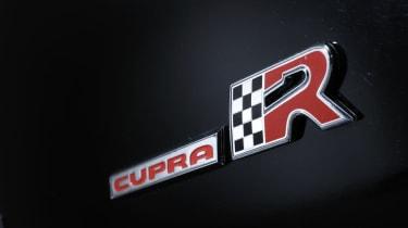 SEAT Leon Cupra R badge