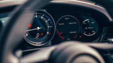 Porsche 911 Carrera 4S road dials