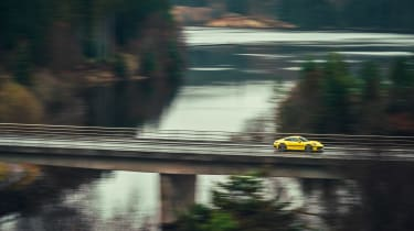 Porsche 911 Carrera 4S road pan
